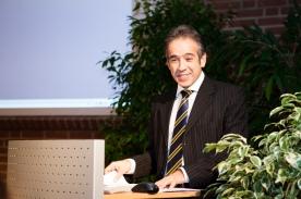 Der türkische Generalkonsul Fırat Sunel zur Begrüßung am Eröffnungsabend