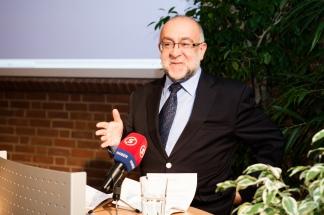 """Prof. Dr. Ahmet Icduygu, MiReKoc, Koc Üniversitesi, Istanbul, sprach über """"Zur Einbürgerung in den Aufnahmeländern: Vor oder nach der Integration"""""""