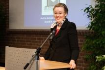 """Frau Prof. Dr. Ricarda Bauschke-Hartung hält einen Impulsvortrag im Themenfeld """"Von Uni zu Uni: Wissenschaftstransfer im institutionellen Rahmen"""""""