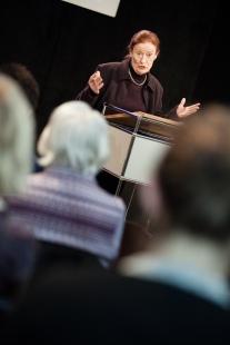 """Prof. Dr. Gertrude Cepl-Kaufmann führte in den Kontext """"Louise Dumont und die Moderne im Rheinland"""" ein"""
