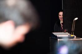 Annette Elster führte mit Gesang und einer Lesung durch die Veranstaltung