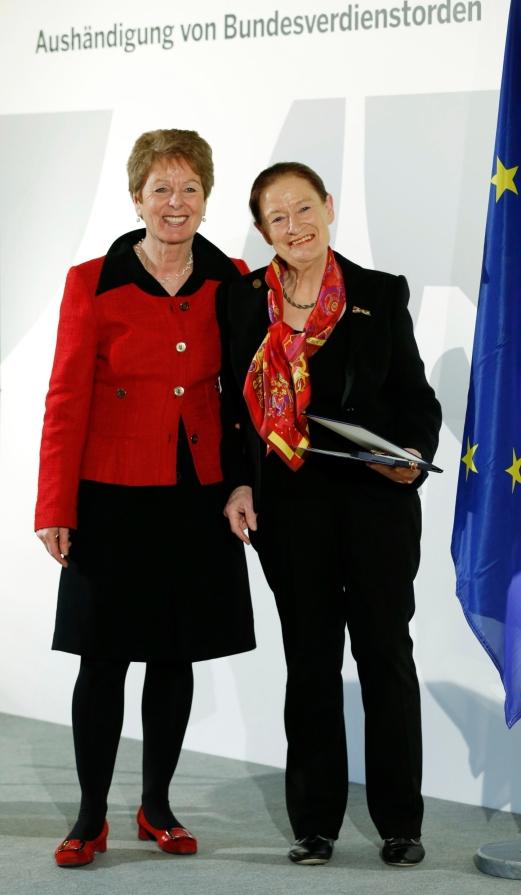 Verleihung des Bundesverdienstkreuzes an Prof. Dr. Gertrude Cepl-Kaufmann für ihr Engagement für die Kultur der Region